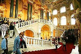 VINTERPALASSET:  Ambassadørtrappa i Vinterpalasset, som er blitt kunstens palass.
