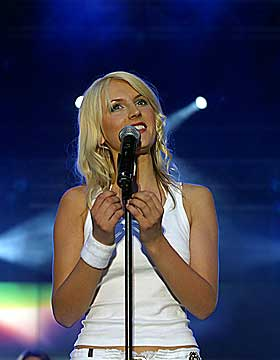 P� SCENEN: Maria Arredondo stortrives som popstjerne.