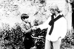 ENKEL OG VAKKER: Julia (Lydia Bosch) må bearbeide en stor sorg og får hjelp av gode mennesker i José Luis Garcis helstøpte, nydelige film fra Spania anno 1946. For øyet, hjertet og alle andre indre organer.