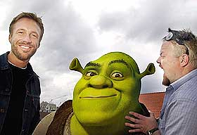 EVENTYRLIGE VENNER: Asgeir Borgemoen (som monsteret Shrek) og Thomas Giertsen (som eselet) får skryt for de norske stemmene i «Shrek».