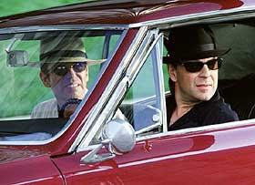 RAN OG KONFLIKTER: Bruce Willis (nærmest) og Billy Bob Thornton gjør det strålende som ranere inntil de forelsker deg i samme kvinne i form av Cate Blanchett. «Bandits» kan i alle fall oppvise en smart ransmetode og vimsete underholdning.