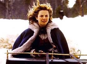 TAPPER OG SØT: Sonja (Hanne Krogh) vet ikke at hun egentlig er prinsesse, og begir seg modig i vei for å finne julestjernen, muligens i Nordmarks-traktene. Bare hun kan bringe gleden tilbake til Eventyrlandet.