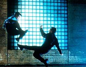 SLÅSS: Jet Li slåss med seg selv.