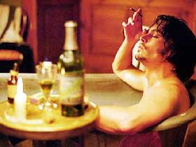 SPENNENDE:  Johnny Depp som inspektør Fred Abberline i en blodig film om Jack the Ripper. På grunn av manglende distribusjonsavtale har filmen bare premiere utenfor Oslo.