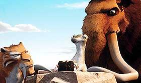 VENNER I NØD: Diego, Sid og Manfred hjelper et lite menneskebarn i isødet.