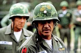 SE, EN HELT: I forsøket på å avglorifisere krigs- og heltegjerninger, mislykkes regissør Randall Wallace og Mel Gibson med en pompøs film om redslene i Vietnam.