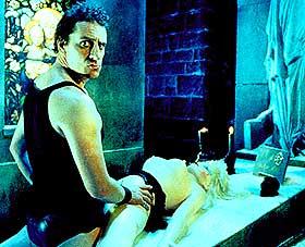 LIKSOM-NEKROFILI: «Mortal Transfer» er en umorsom komedie, ifølge vår anmelder. Men skulle filmen hatt 15-årsgrense?