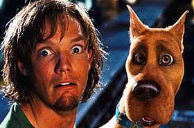 FAMILIEHUND: Den animerte hund Scooby Doo er medlem av en detektivgjeng - samtlige blottet for åpenbar livsgnist i ukas familiefilm.