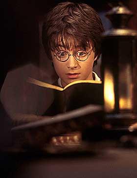 ACTIONHELT: Harry Potter (Daniel Radcliffe) slåss seg gjennom filmen, nesten som en hvilken som helst actionhelt i en hvilken som helst actionfilm. Det ser bra ut, men mye av magien er borte.