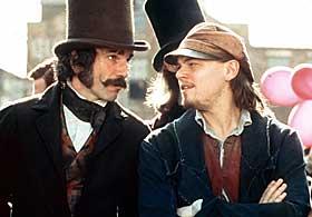STJELER SHOWET: Daniel Day-Lewis stjeler oppmerksomheten i sin rolle som brutale Bill the Butcher i «Gangs of New York», hans første rolle på fem år. Her med motspiller Leonardo Di Caprio.