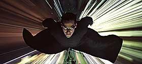 PREMIERE FØRSTKOMMENDE ONSDAG:  Neo (Keanu Reeves)kjemper videre mot maskinene i «The Matrix Reloaded».