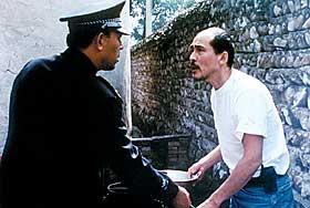 --> POLITIHELT: Jiang Wen - kjent kinesisk regissør og skuespiller - spiller hovedrollen i «Pistolen som forsvant».