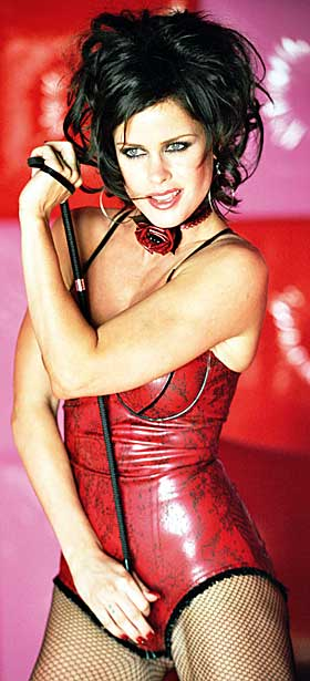 F�LER MEG VEL:  - Jeg f�ler meg vel b�de psykisk og fysisk i forhold til � gj�re slikt n�, sier Lene Nystr�m om det � posere for Playboy. Med lakk-korsett og nedringet dress og sykepleieruniform oser Lene Nystr�m av sex i sin nye video.