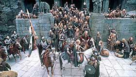 IMPONERENDE:  Tolkien satte punktum for snart femti år siden. Nesten like lenge har drømmer om filmatisering eksistert. Vi skal være glade for at den store filmversjonen ikke har kommet før nå, for det hadde rett og slett ikke vært mulig å lage noe så storslått og imponerende uten dagens digitalteknologi.