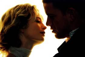 FORFØRERISK: Aimée (Maria Bonnevie) forfører Alex (Nikolaj Lie Kaas), som løper fra kjæresten. En natt tilbringer de sammen, noe som får store konsekvenser for Alex.