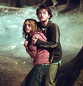 GUFNE GREIER:  Å stå ansikt til ansikt med desperanter krever sin mann. Harry (Daniel Radcliffe) og Hermine (Emma Watson) fikser det bra.