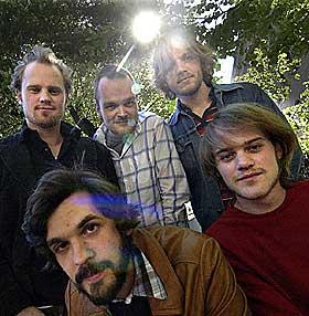 LITT AV HVERT: The National Bank har laget et s�regent album. �verst fra venstre: Martin Horntveth, Morten Qvenild, Nikolai Eilertsen, Lars Horntveth og Thomas Dybdahl.