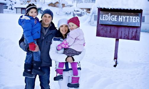 Initiativrike: Familien Willemse, med Joep (4), Jeroen (36), Petra (36) og Nourtje (3) har startet restaurant og bygget to jurter etter at de kom til Norge i mars i fjor. Foto: Mette M�ller