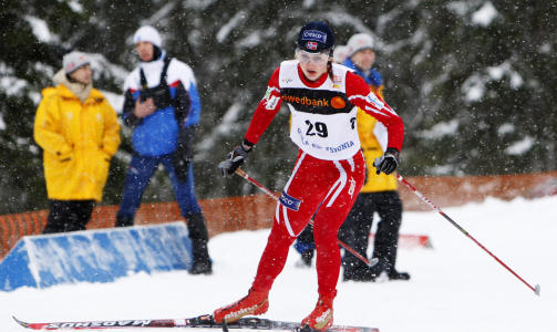 GULLGROSSIST: Ingvild Flugstad �stberg tok sitt sjuende gull i junior-VM i karrieren da hun gikk Norge inn til gull foran Finland p� sisteetappen p� stafetten. Foto: H�kon Mosvold Larsen / SCANPIX