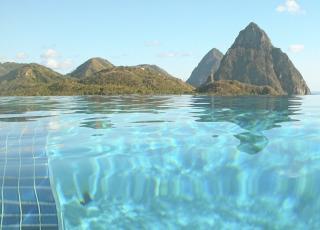 St Lucia er en nydelig �y. Du kan skvalpe rundt p� dagtid og feste hele natta. Flickr.com av philblackburn