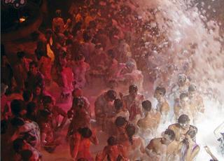 P� Ibiza er det skum p� dansegulvet som gjelder. Flickr.com av elijah