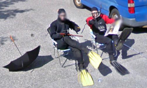 VENTET:  De to kameratene ventet over en time p� � komme seg med p� Google sine gatebilder.