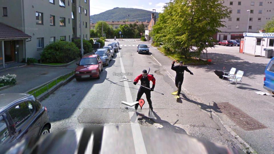 JAGET GOOGLE-BILEN:_  Dette bildet fra Rugdeveien i Bergen har g�tt sin seiersgang over hele nettet i dag.