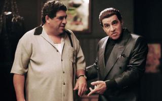 BLE SKUTT: Silvio Dantes videre liv i «Sopranos» er uavklart. Karakteren lå i koma etter å ha blitt skutt da serien sluttet. Foto: HBO