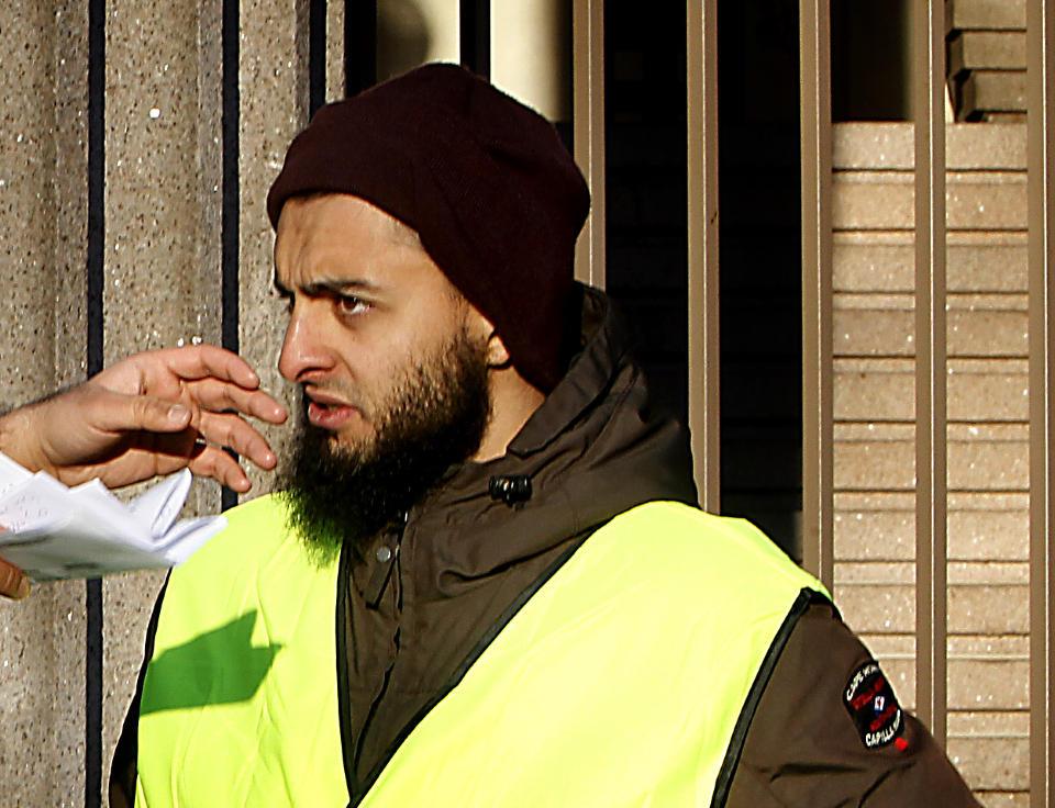 ANMELDES FOR TRUSLER: Under en demonstrasjon mot Dagbladets trykking av karrikaturtegninger av profeten Muhammed advarte Mohyeldeen Mohammad mot at Norge kunne f� et 11. september eller 7. juni. N� politianmeldes han for trusler mot to journalister. Foto : Bj�rn Langsem/DAGBLADET.