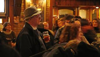 NYTELSE: Alle g�r p� pub i Irland - og koser seg med �l, sang og musikk. Foto: Eivind Pedersen