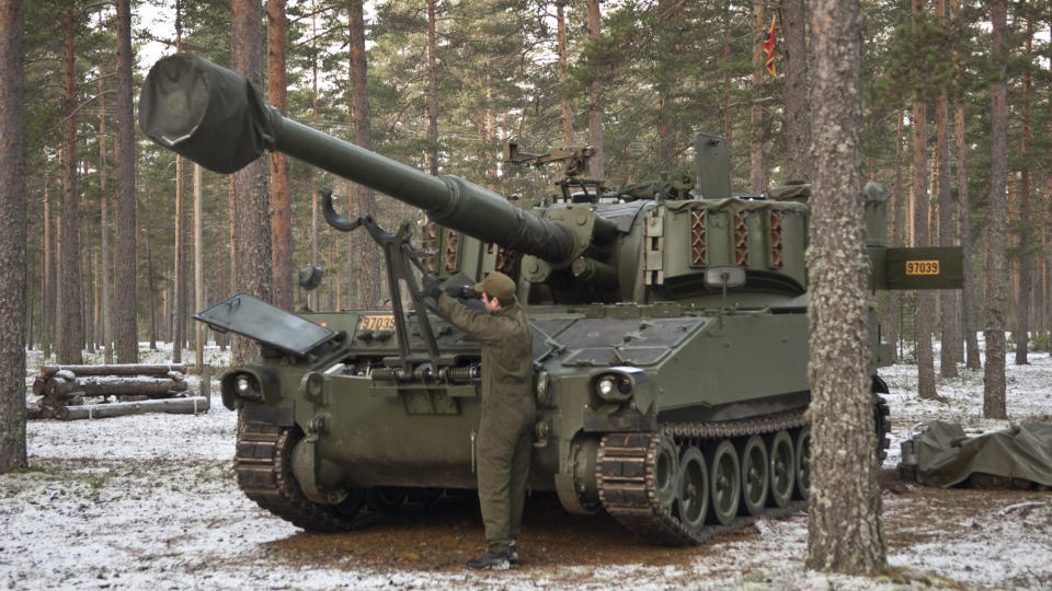 KANON-BOM: Forsvaret bommet med et par kilometer under trening med en artillerivogn av typen M 109. - Ikke uvanlig, if�lge Forsvaret. Foto: Forsvaret