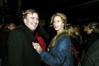 Fortsatt gift:  Med kona Gerd p� H�rland-showet Tatt av vinen p� Aker Brygge i 2006.
