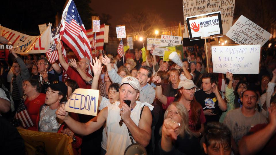 STOR MOTSTAND: De republikanske politikerne og deres st�ttespillere gj�r det ikke lett for Barack Obama � f� gjennom helsereformen: Foto:  Astrid Riecken/Getty Images/AFP/Scanpix