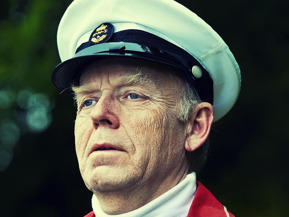 M�TTES ALDRI: Trond Viggo Torgersen pratet aldri med Kong Olav, men hadde enorm respekt for kongen. Det h�per han at ogs� kommer til uttrykk p� lerretet. FOTO: TORDENFILM/ELLEN UGELSTAD