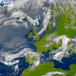 Satelittbilde over Europa 08:45