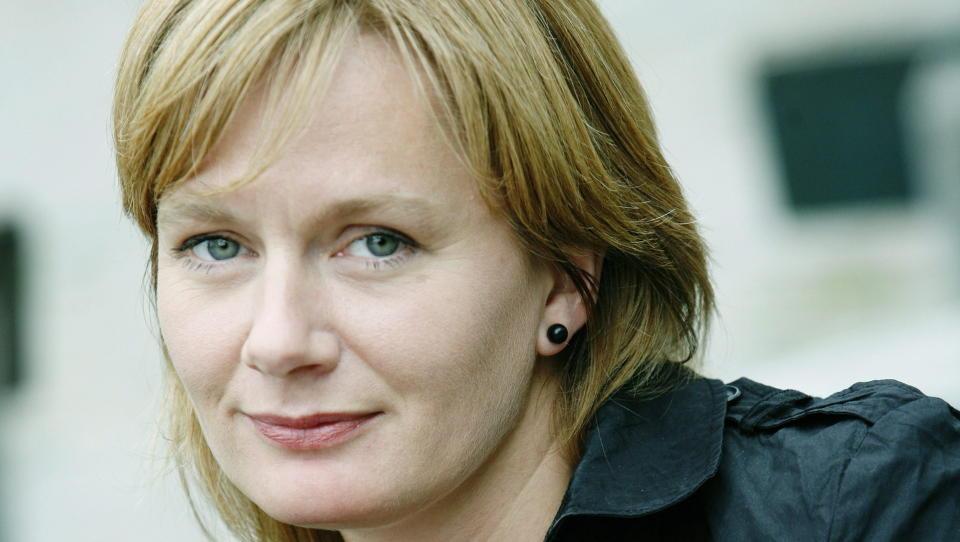 OVERTYDIG: Marit Eikemo bruker Ibsen for � beskrive forfallet.   I motsetning til den tradisjonelle og lettleste   debuten er dette en   kompleks oppbygget roman.
