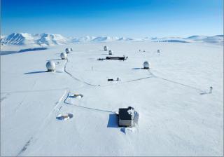 ISBJ�RNLAND: Dataene lastes ned til bakkestasjonen SvalSat utenfor Longyearbyen p� Svalbard. Foto: K-SAT