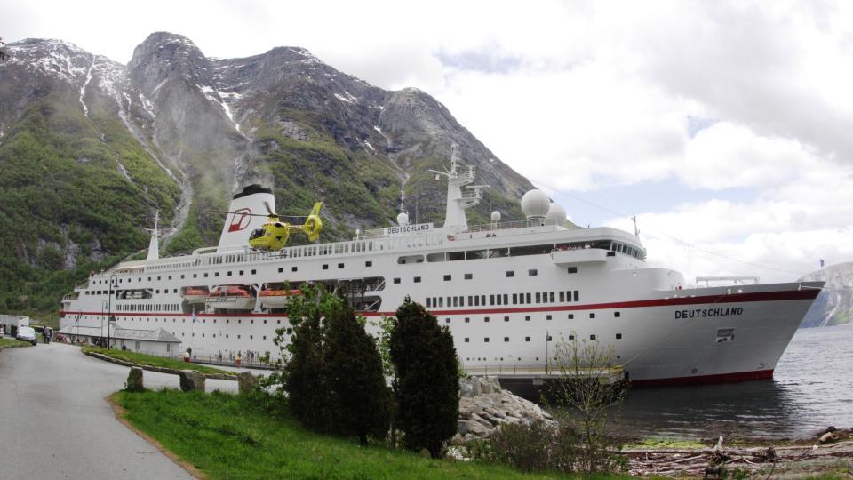 �MS DEUTSCHLAND�: Det brenner i maskinrommet p� det tysk-eide cruiseskipet �MS Detschland�, som n� ligger til kai ved Eidfjord i Hordaland.  Foto: Eidfjord Fjell og Fjord Hotell