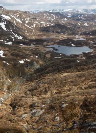 GRISGRENDT: Flyvraket ligger i et �de fjellomr�de i Sirdal i Vest-Agder. Foto: TOR ERIK SCHR�DER