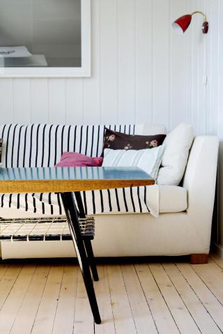 Nytt bord: Med sm� grep kan det gamle salongbordet blir som nytt. Hanne og Gjertrud har laget dette.
