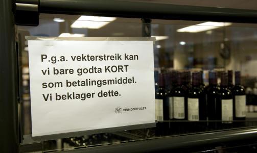 NEI TAKK:  Vinmonopolet i Bergen Storsenter m�tte i g�r stanse alt kontantsalg. Foto: Tor Erik H. Mathiesen