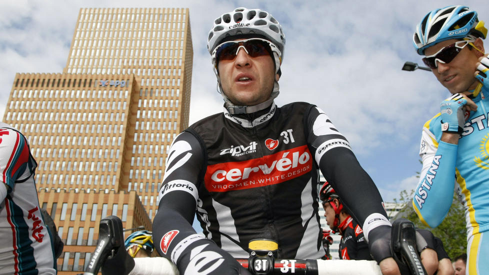 LEGGER OPP: Den tidligere Tour de France-vinneren Carlos Sastre legger opp. Spanjolen på 36 år ga beskjed om det på et pressemøte torsdag. Foto:  AFP PHOTO/Luk Beines