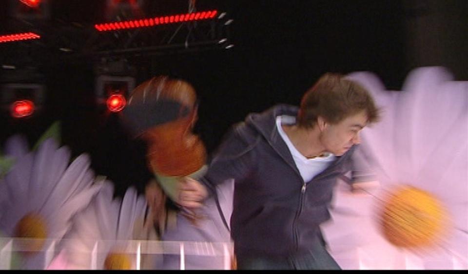HISSIG: Alexander Rybaks fiolin fikk litt hardere medfart enn normalt i g�r kveld. Da knuste han den under en pr�ve til et svensk tv-program. Foto: Privat