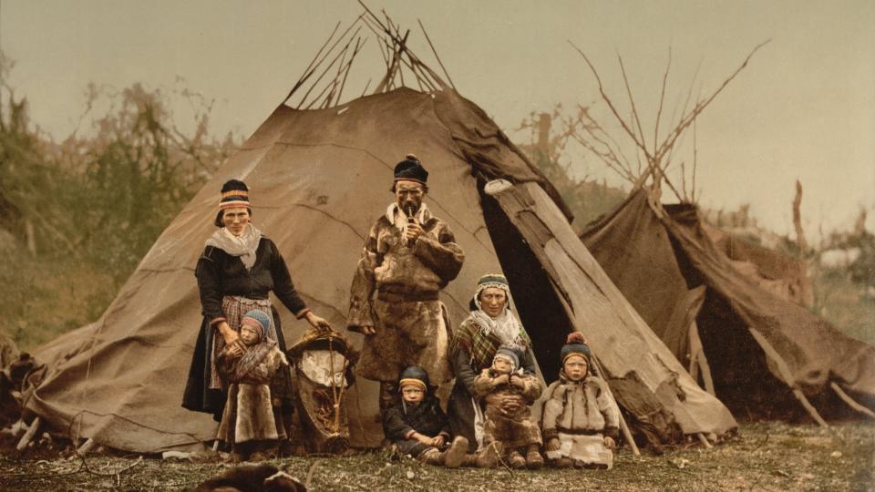 Жилище кочевников-оленеводов Крайнего Севера - это иглу, купол, сложенный и