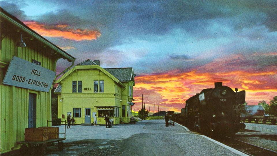 Himmelen i Hell: Dette postkortet fra 1964 selges fortsatt, og har n� solgt i 1,5 millioner eksemplarer. Himmelen er hentet fra Afrika. Foto: Aune Forlag as