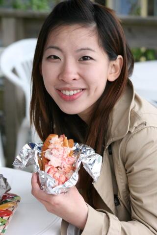GODT: Klar tale fra Chen p� tur fra New York : — Den beste hummer sandwichen jeg har smakt. Foto: Tone Vassb�