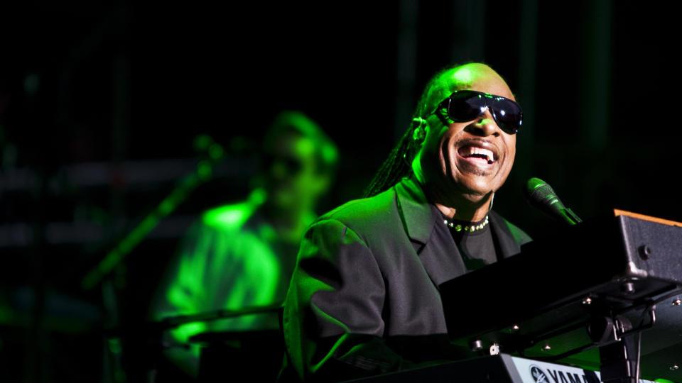 EVIGUNG SOULFAR: Stevie Wonder fylte 60 år i vår, men synger fremdeles med hjertet utenpå dressjakken. Foto: Eivind Senneset.