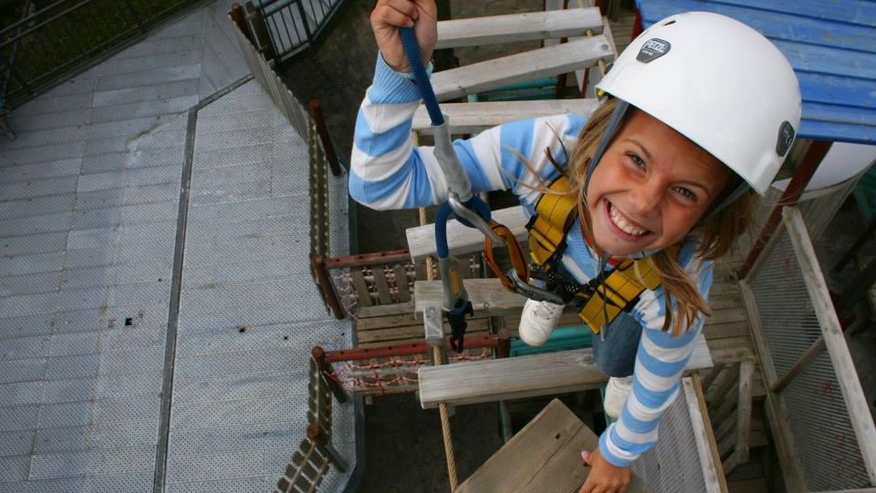 KONGEKLATRING: Ena pr�ver seg i klatreburet i Kongeparken. Alle foto: Sonja Holterman