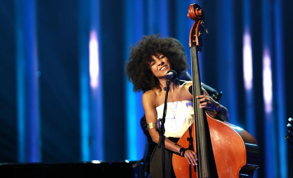 NOBELT:  Esperanza Spalding, her under Nobelkonserten i Oslo i Obama-�ret 2009, er klar for Nattjazz med musikken fra sitt kommende �Radio Music Society�-album. FOTO: ERIK HELLAND URKE