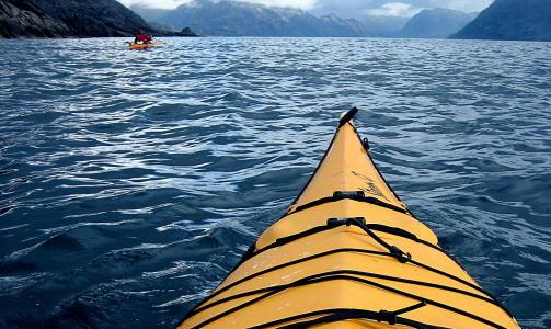 FRØYSJØEN:  Dorging etter makrell og horngjel i Frøysjøen like ved Berle. Havkajakken er 4, 5 meter lang. Foto:  Kirsten M. Buzzi/Dagbladet